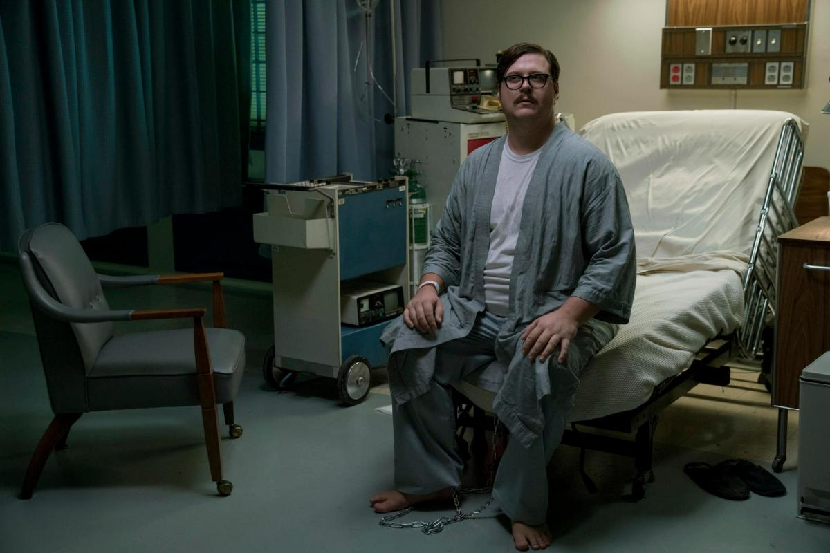 "Cameron Britton on Channeling the ""Intellectual Creepiness"" of a Real-Life Serial Killer"
